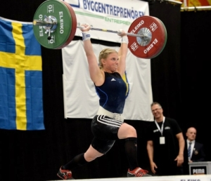 Emma Enberg, Mariestads AIF, fick Lyftidrottens Ungdomsfonds stipendium under SM i Norrköping.
