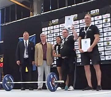 Bo Johansson, Borlänge AK och Lars Ekman, Mariestads AIF har mottagit sina resp. föreningars stipendier från Lyftidrottens Ungdomsfond som representerades av Kjell-Åke Johansson och Magnus Kjellgren.